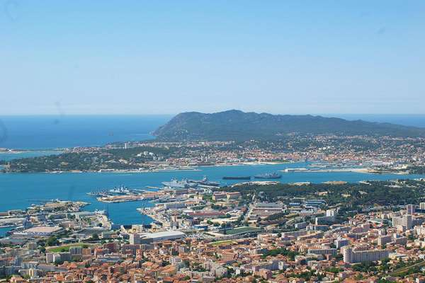 Toulon : come-hither appeal - Theme_2388_1.0