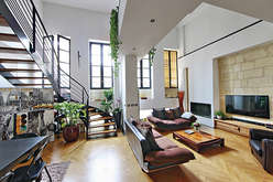 In Bordeaux, old properties exercis... - Theme_1898_2.jpg