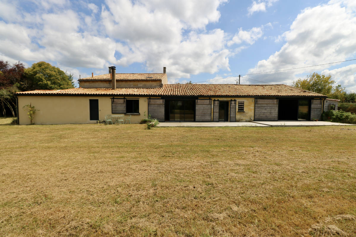 VAYRES - Advertisement house for sale