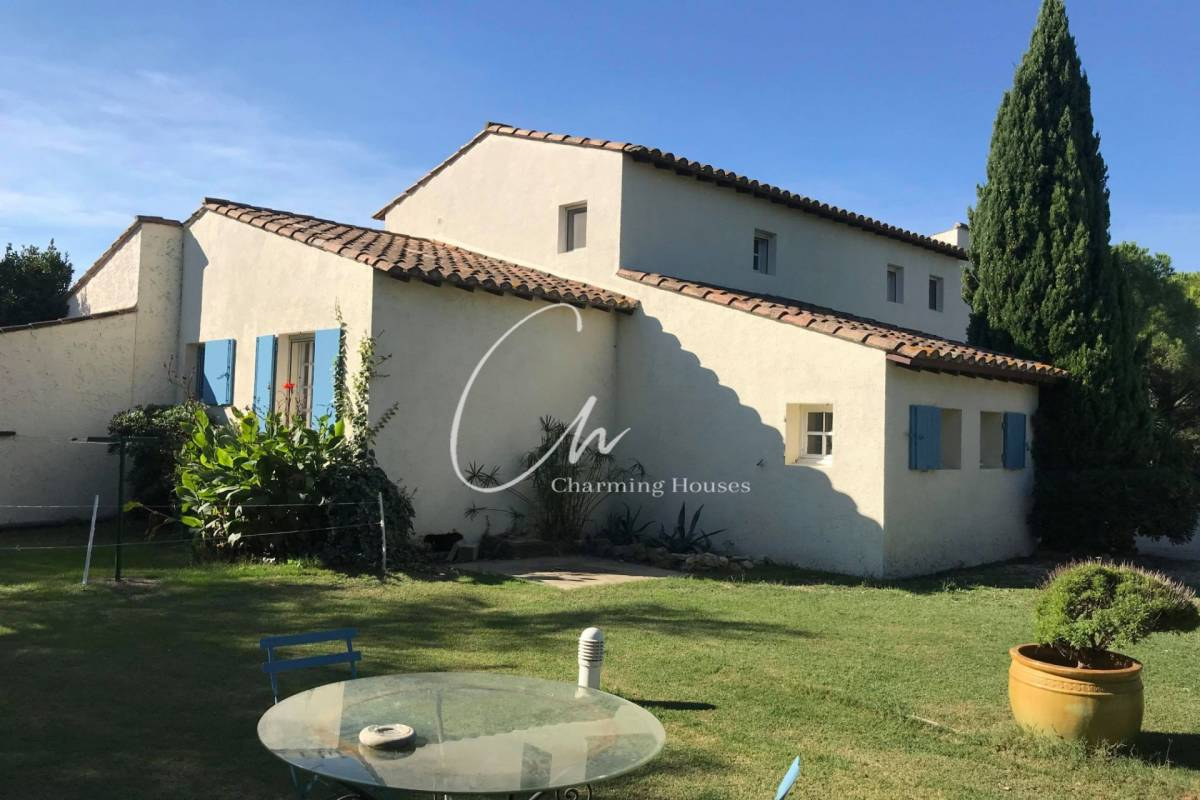 ARLES - Advertisement house for sale