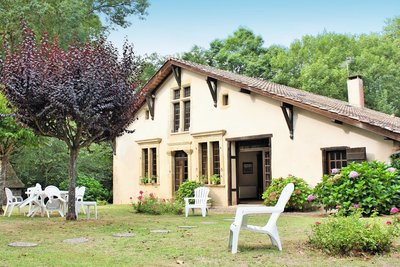 - 12 rooms - 630 m²