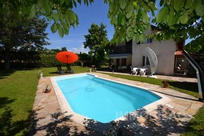 Maison à vendre à PRÉVESSIN-MOËNS  - 7 pièces - 180 m²