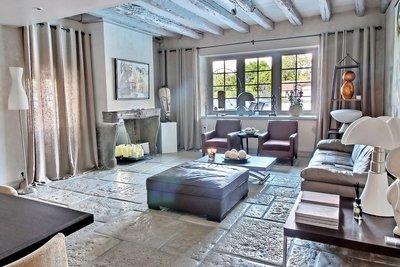 - 10 rooms - 400 m²