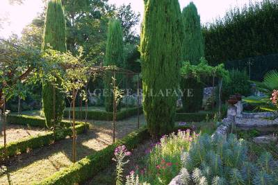 House for sale in BORDEAUX  - 9 rooms - 280 m²
