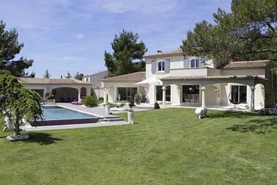 Maison à vendre à CABRIÈRES D'AVIGNON  - 5 pièces - 256 m²