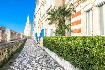 Maison à louer à LA ROCHELLE  - 6 pièces - 158 m²