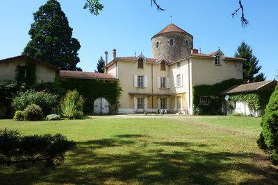 Maison à vendre à AMBÉRIEU-EN-BUGEY  - 14 pièces - 490 m²