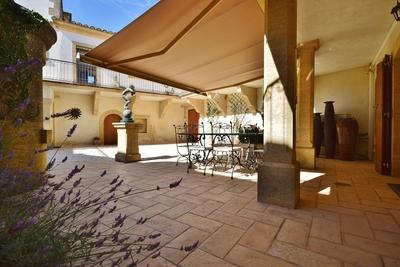Maison à vendre à UZÈS  - 8 pièces - 290 m²