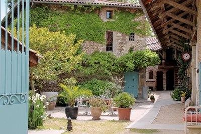 Maison à vendre à GENISSIEUX  - 12 pièces - 450 m²