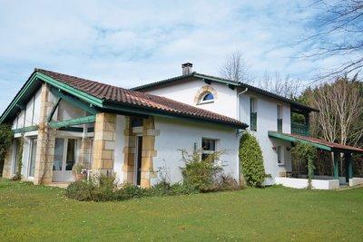 - 8 rooms - 362 m²