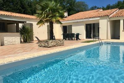 Maison à vendre à BREUILLET  - 6 pièces - 220 m²