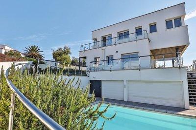 - 6 rooms - 220 m²