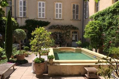 Maison à vendre à CARPENTRAS  - 20 pièces - 1000 m²