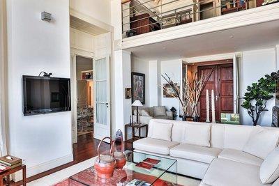 - 6 rooms - 157 m²