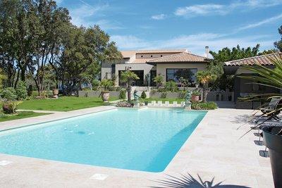 Maison à vendre à CARPENTRAS   - 250 m²