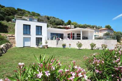 House for sale in VALLAURIS  - 7 rooms - 177 m²