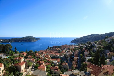 Apartment for sale in VILLEFRANCHE-SUR-MER  - 3 rooms - 70 m²