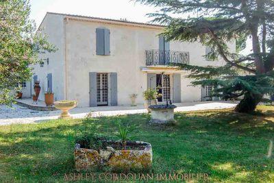 Maison à vendre à ST SORNIN  - 15 pièces - 450 m²