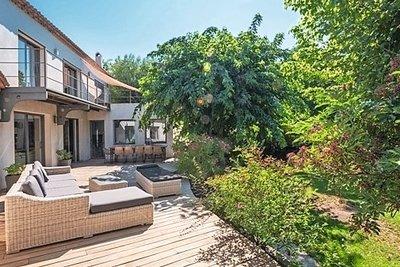 - 9 rooms - 326 m²