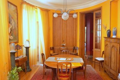 - 6 rooms - 145 m²