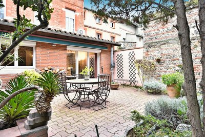 House for sale in TOULOUSE  - 8 rooms - 270 m²