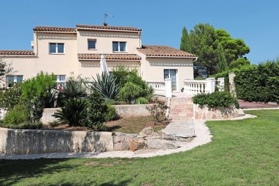 House for sale in ROQUEBRUNE-SUR-ARGENS  - 6 rooms - 150 m²