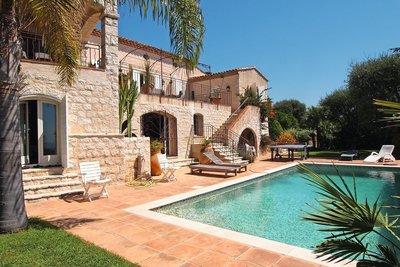 Maison à vendre à ANTIBES  - 7 pièces - 290 m²