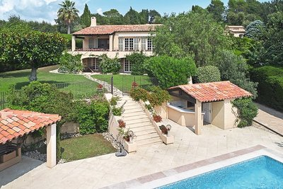 Houses for sale in Mougins