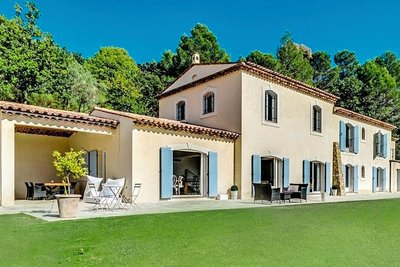 Maison à vendre à MONTAUROUX  - 7 pièces - 285 m²