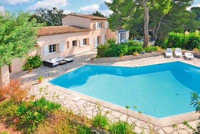 Maison à vendre à LA ROQUETTE-SUR-SIAGNE  - 6 pièces - 211 m²