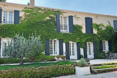 Maison à vendre à PUYRICARD  - 8 pièces - 210 m²