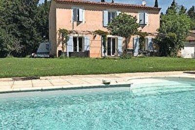 Maison à vendre à NOVES  - 8 pièces - 170 m²