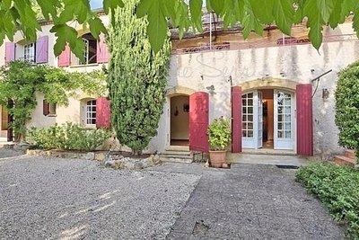 Maison à vendre à ROGNES  - 9 pièces - 270 m²