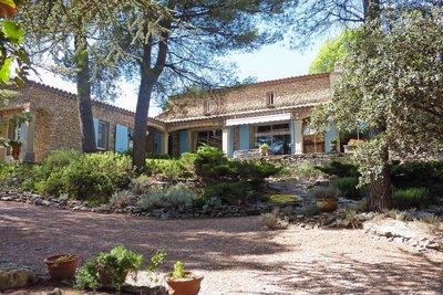 Maison à vendre à CABRIÈRES D'AVIGNON  - 10 pièces - 300 m²
