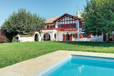 House for sale in URRUGNE  - 125 rooms - 12 m²