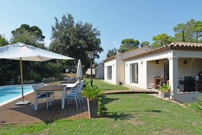 Maison à vendre à ROQUEFORT-LES-PINS  - 5 pièces - 189 m²