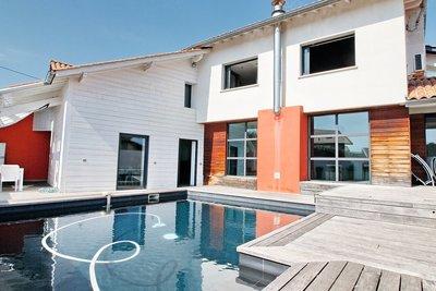 - 5 rooms - 212 m²