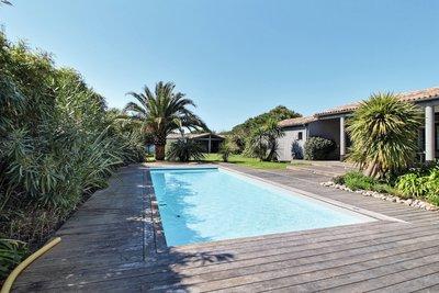 Maison à vendre à LES PORTES EN RE  - 8 pièces - 225 m²