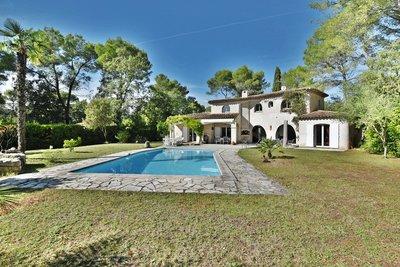 Maisons à vendre à Valbonne