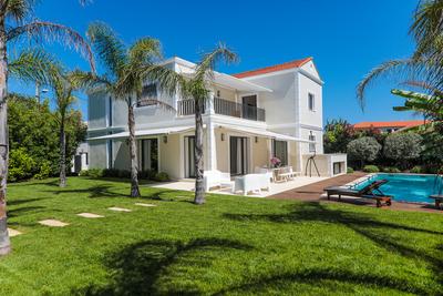Appartement à vendre à CAP D'ANTIBES  - 8 pièces - 1000 m²
