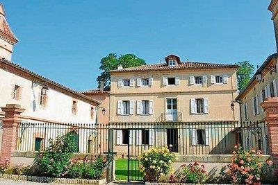 - 16 rooms - 1500 m²