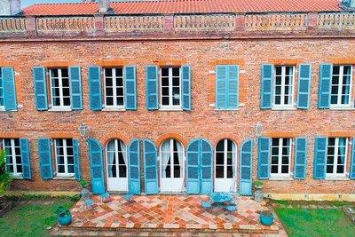 Maison à vendre à BEAUZELLE  - 10 pièces - 665 m²
