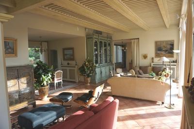 - 10 rooms - 300 m²