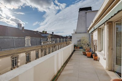 Apartment for sale in LYON  6EME  - 5 rooms - 140 m²