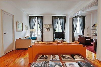 - 9 rooms - 285 m²