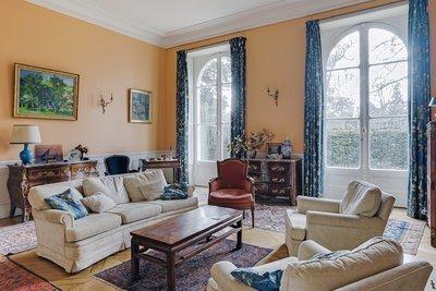 - 6 rooms - 227 m²