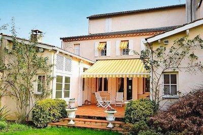 - 10 rooms - 275 m²
