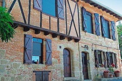- 11 rooms - 254 m²