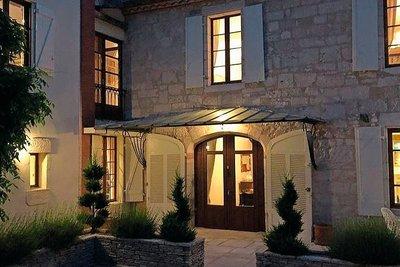 - 6 rooms - 268 m²