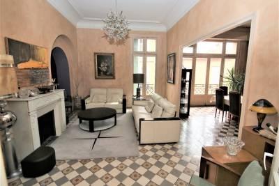 - 8 pièces - 275 m²